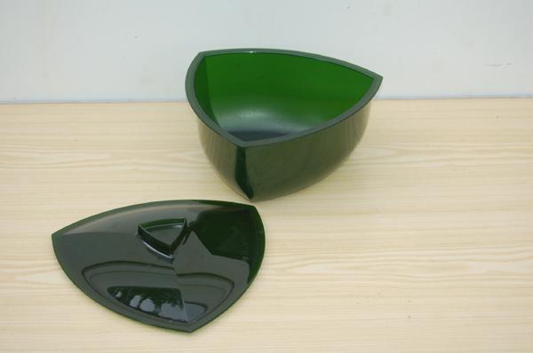saladier triangulaire avec couvercle vert 2 2 l boutique. Black Bedroom Furniture Sets. Home Design Ideas